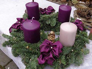 Adventi koszorú lila - rózsaszín gyertyákkal