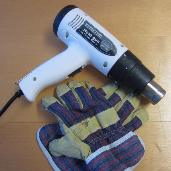 Gyertyaöntő forma tisztítása hőlégfúvóval