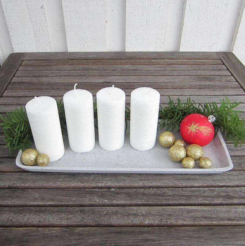 Rusztikus felületű fehér adventi gyertyák