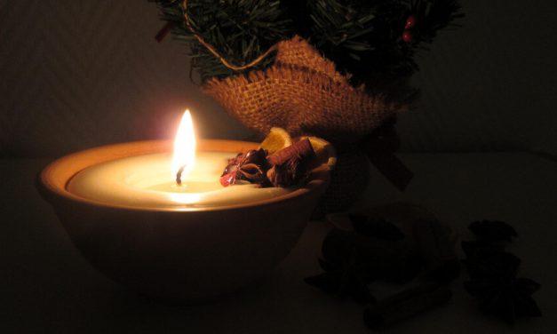 Karácsony ünnepén mindenhol gyertya ég