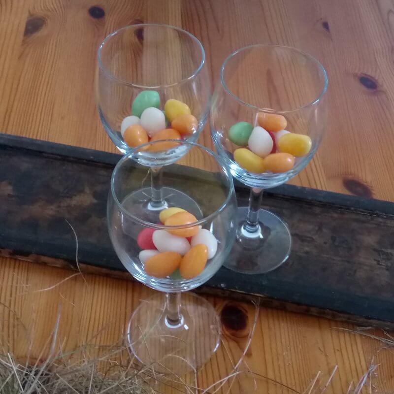 Poharas dekoráció húsvéti tojáscukorral